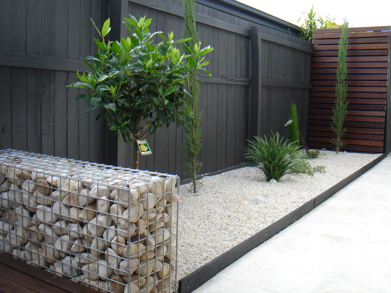 Garden projects – stone grid wall